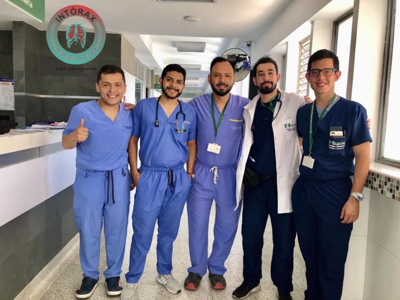 REVISTA MÉDICA CIRUGÍA DEL TÓRAX, Un servicio con el SUPRAESPECIALISTA EN CIRUGÍA DEL TÓRAX permanente, 24 horas al día, 7 días a la semana y 365 días al año. Nuestros pacientes y nuestra región merecen lo mejor!